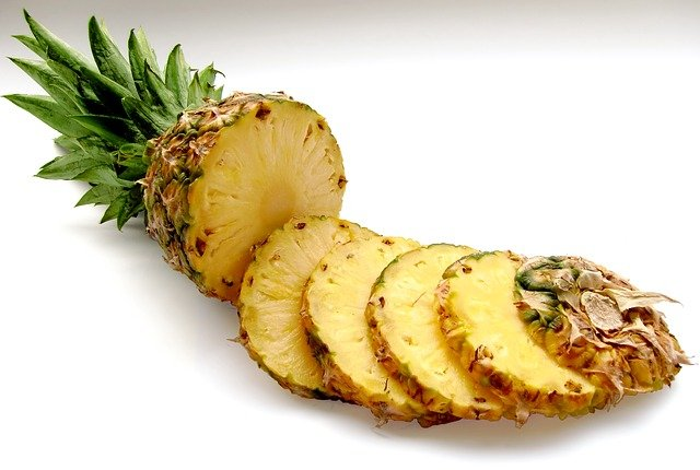 nakrájený ananas