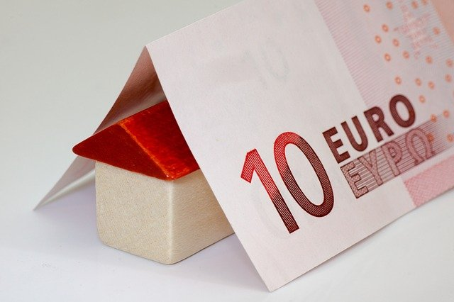 bankovka nad domkem