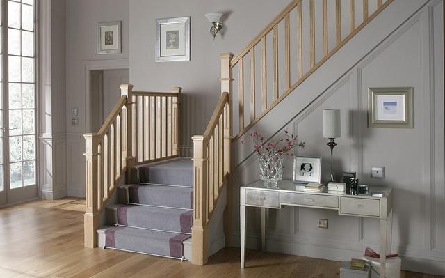 schodiště z haly