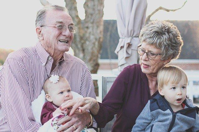 babča, děda a děti.jpg