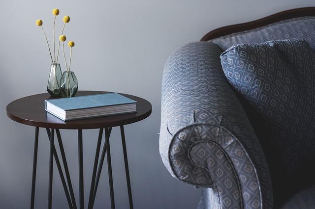 stolek na knihu