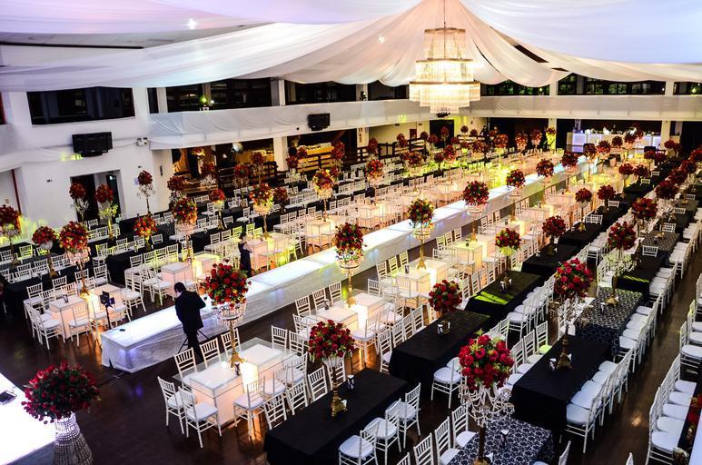 Vyzdobený sál na večírek