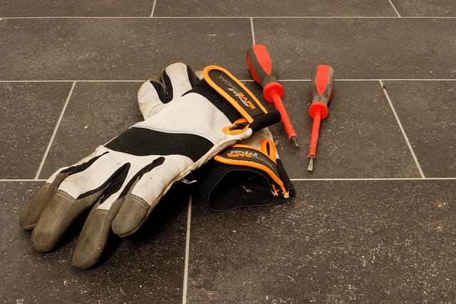 rukavice a šroubováky